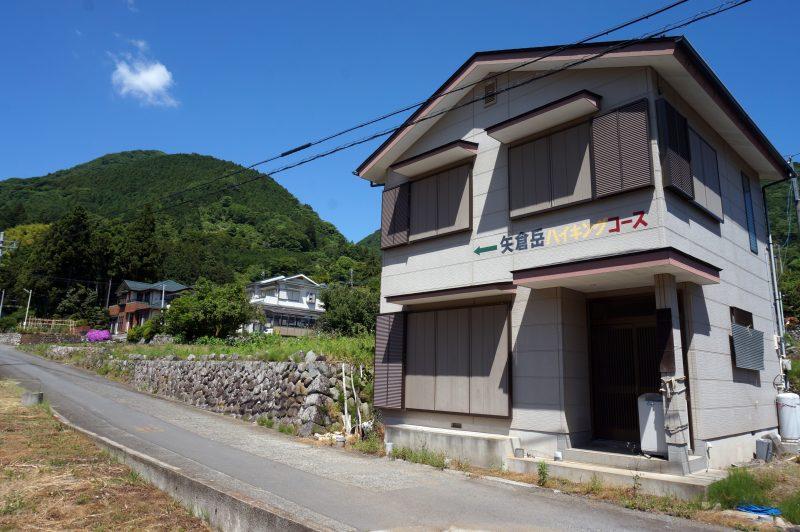 矢倉岳ハイキングコース入り口