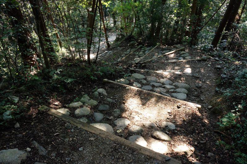 小仏城山から弁天橋への道